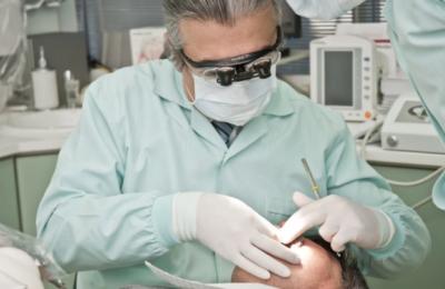 Когда нужно протезирование зубов? Кто этим занимается и в чём суть процесса?