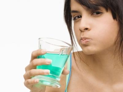 После отбеливания болят зубы: сколько длится дискомфорт и как избавиться?