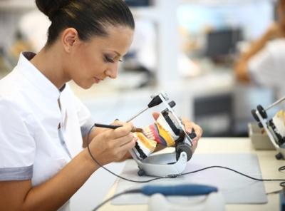 Что делать, если натирают зубные протезы: лучшие рекомендации стоматологов
