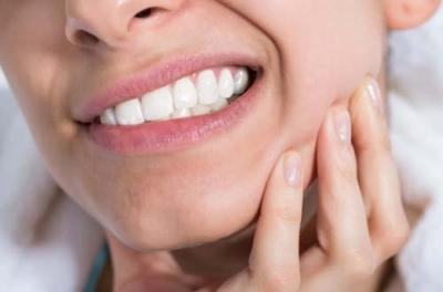 Стоит ли рисковать ради идеальной улыбки, или Чем опасны зубные импланты?